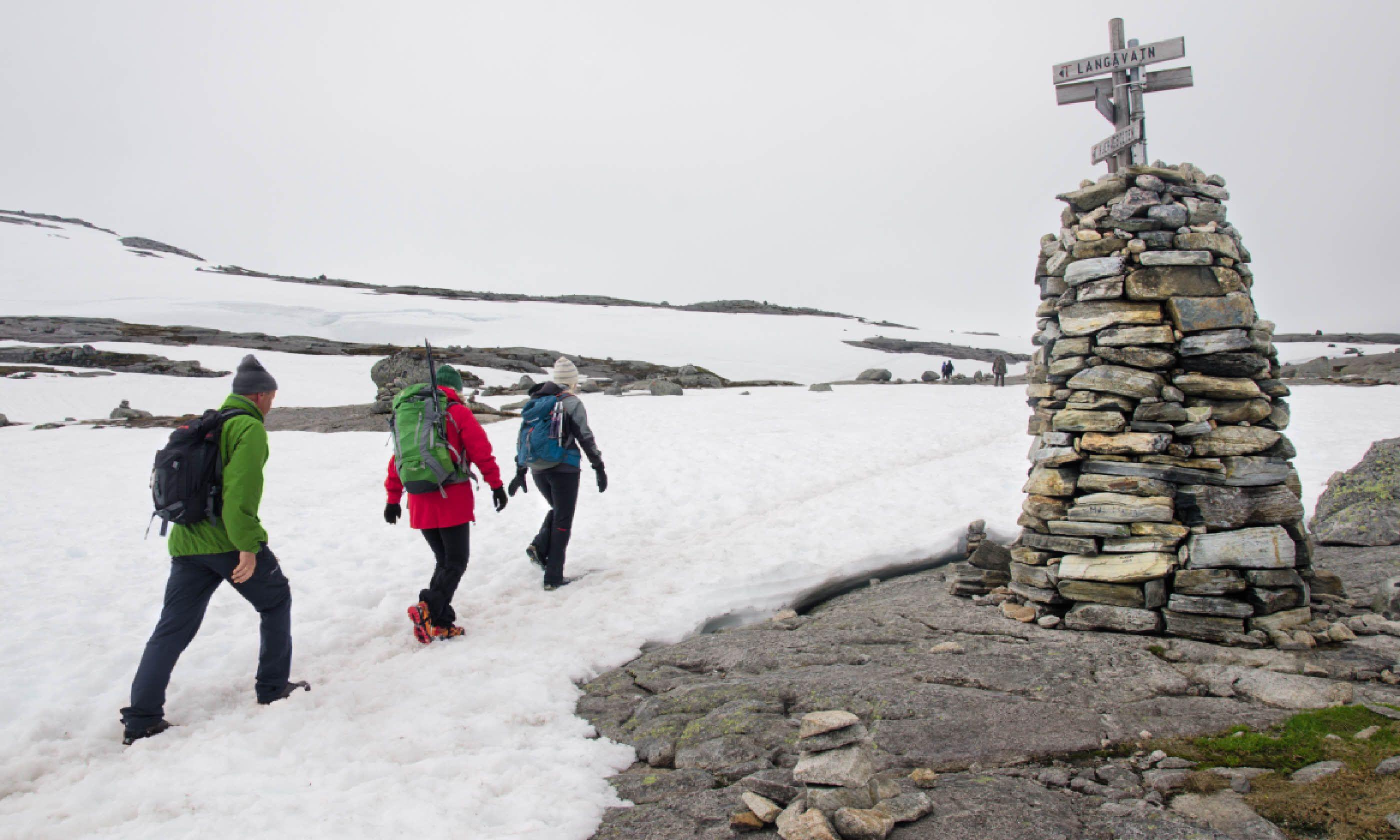 Walking to Kjerag's summit (Neil S Price)
