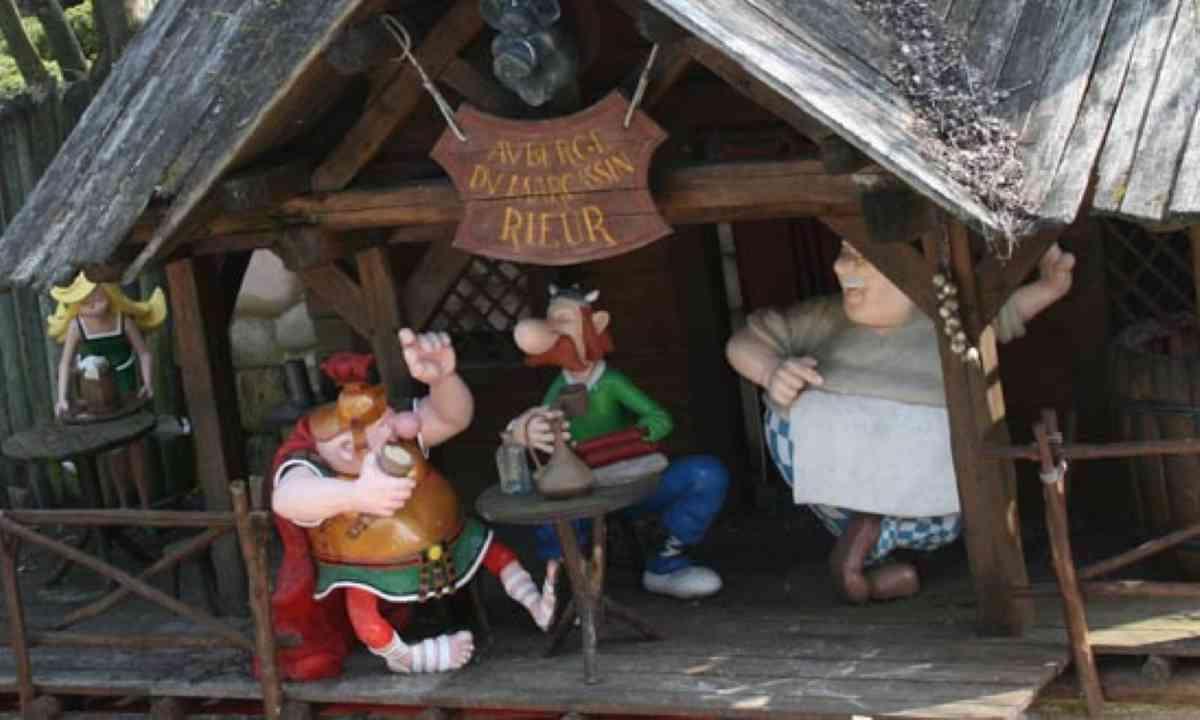Asterix characters at Parc Asterix (Parc Asterix)