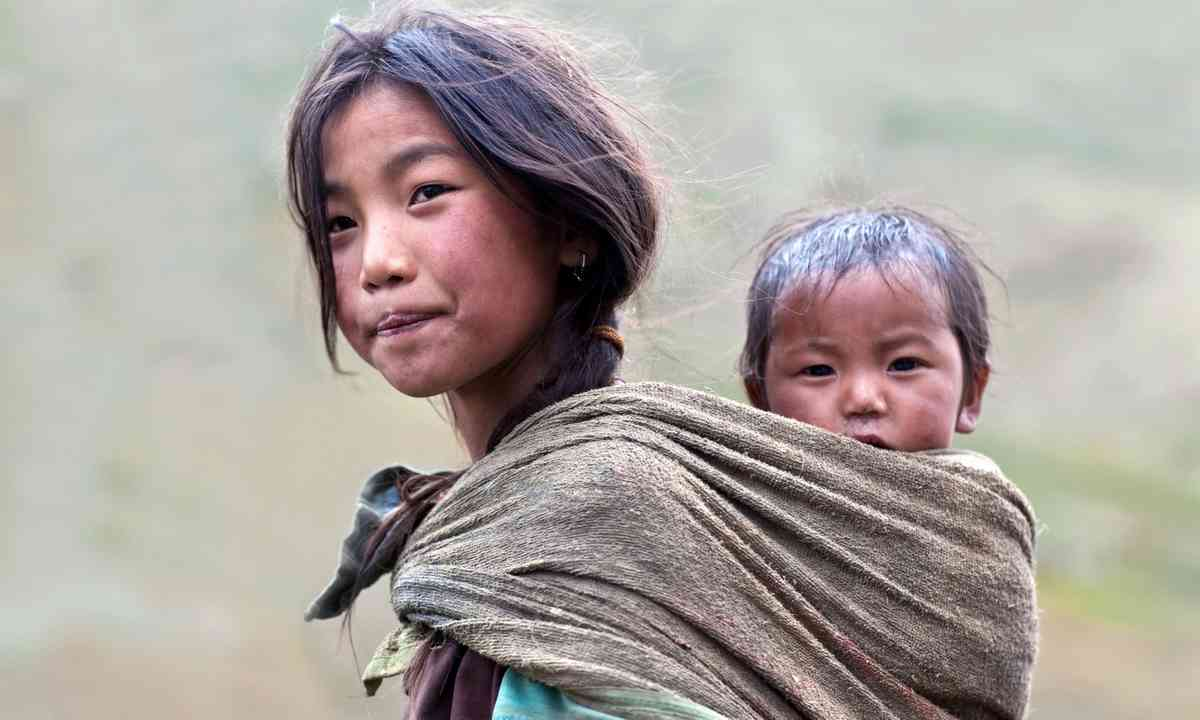 Nepalese girl on the trail (Shutterstock.com)
