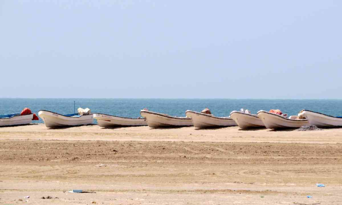 Fishing boats on east coast of Masirah Island (Hazel Plush)