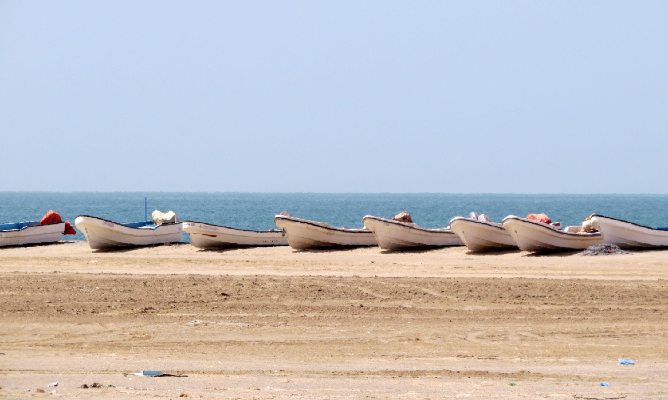 Fishing boats on east coast of Masirah Island (Hazel Plush)