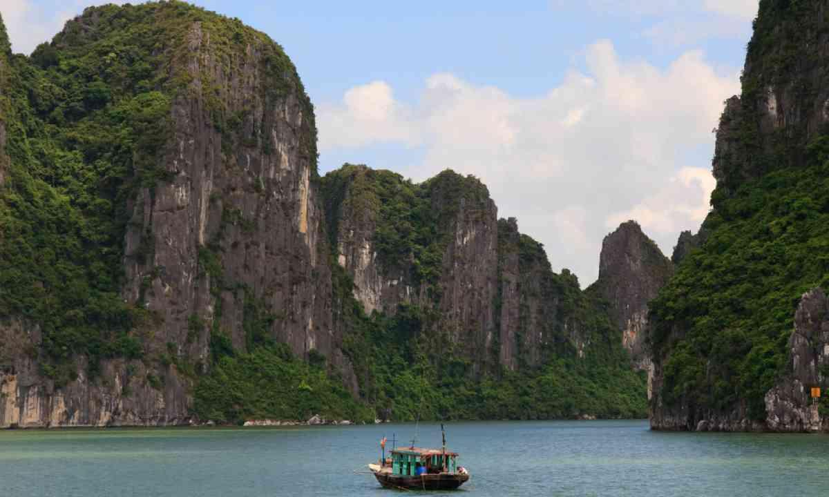 Halong Bay cliffs, Vietnam (Dreamstime)