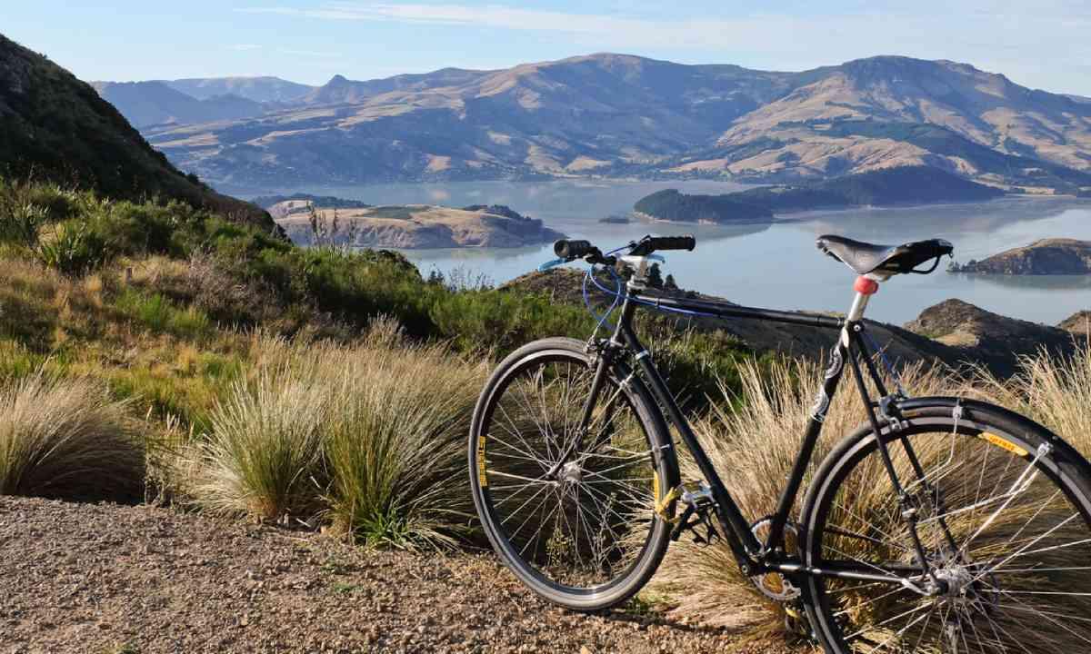 Cycling in Port Hills, Christchurch, New Zealand (Shutterstock)