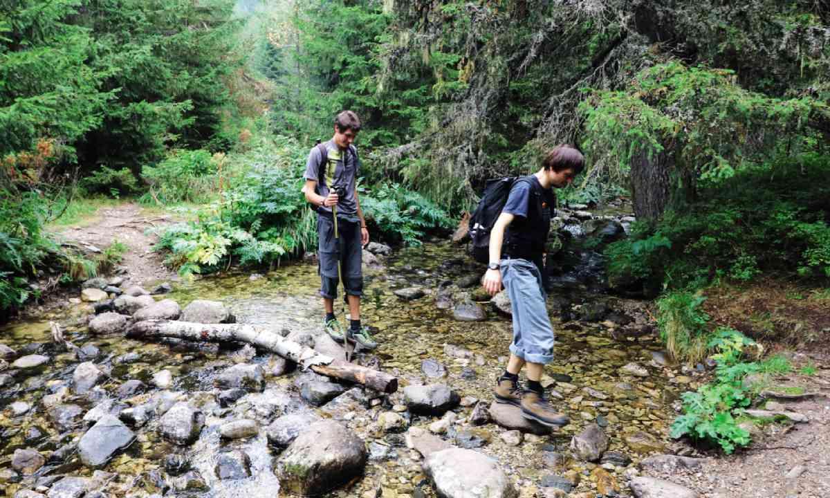 Hikers ford a stream in Rila National Park (Martin Symington)