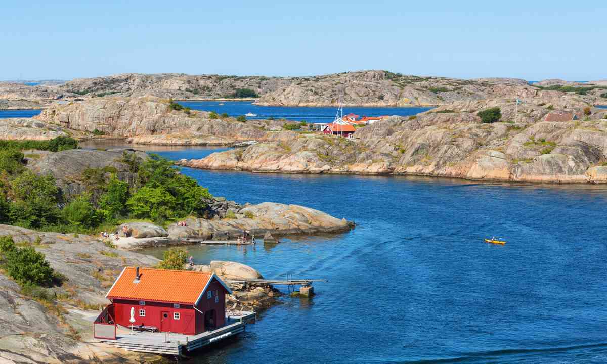 Cottage by the West Sweden coast (Shutterstock.com)