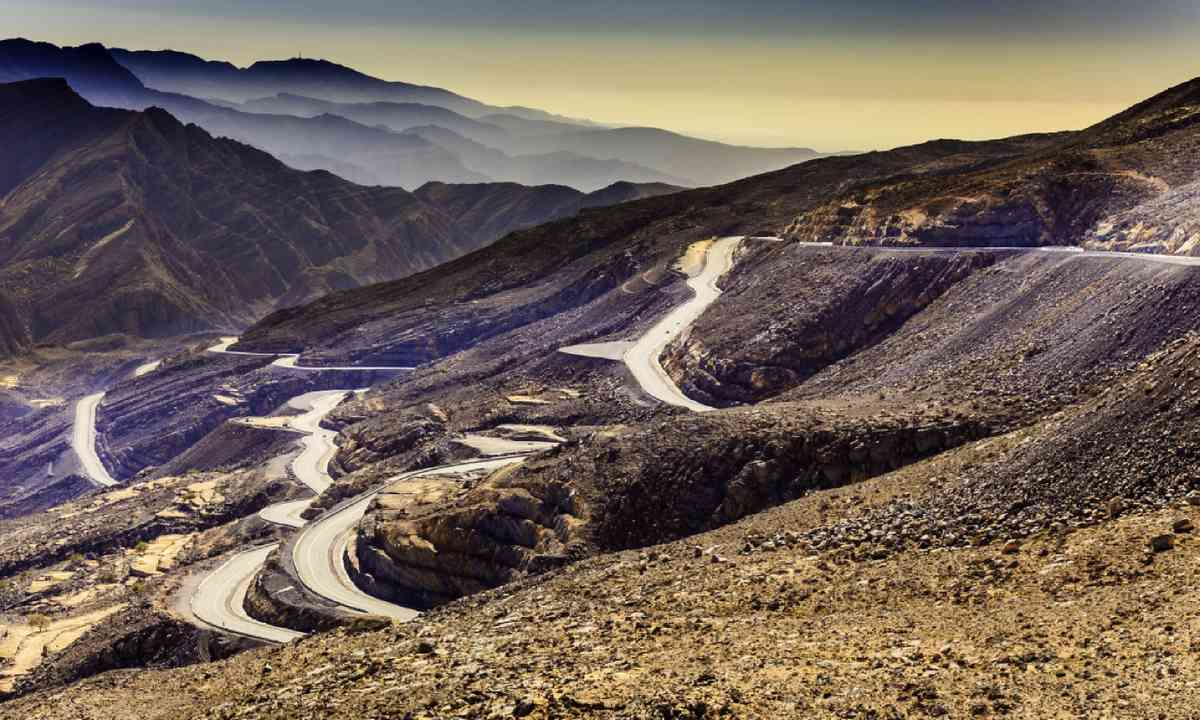 The Jebel Jais mountains and the winding roads leading to the summit (Shutterstock)