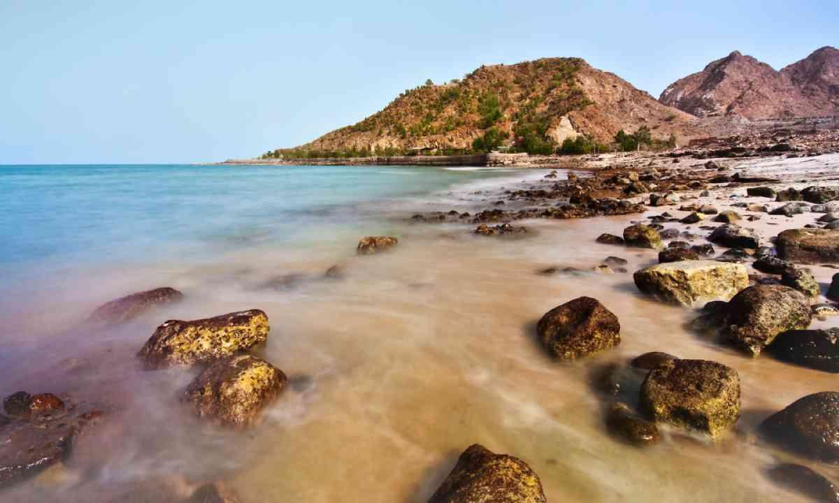 Rocky beach in Fujairah (Shutterstock)