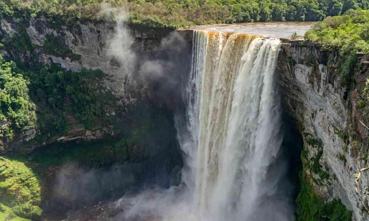 Kaieteur Falls (Shutterstock.com)