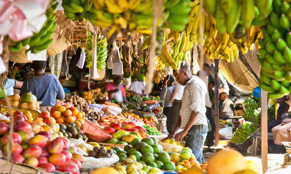 Fruit and vegetable market in Nairobi, Kenya (Shutterstock)