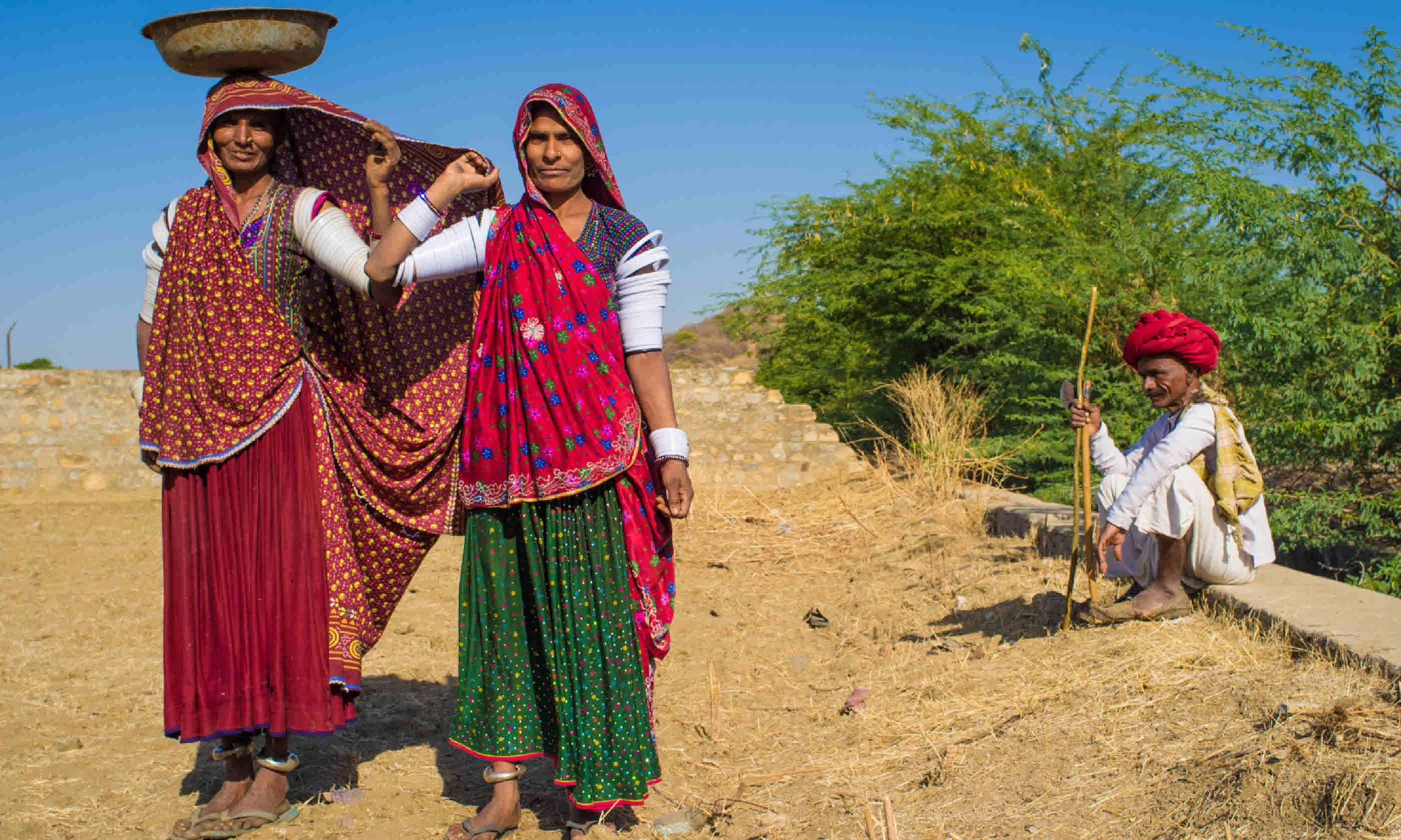 Rabari women stand in Gujarat (Shutterstock)