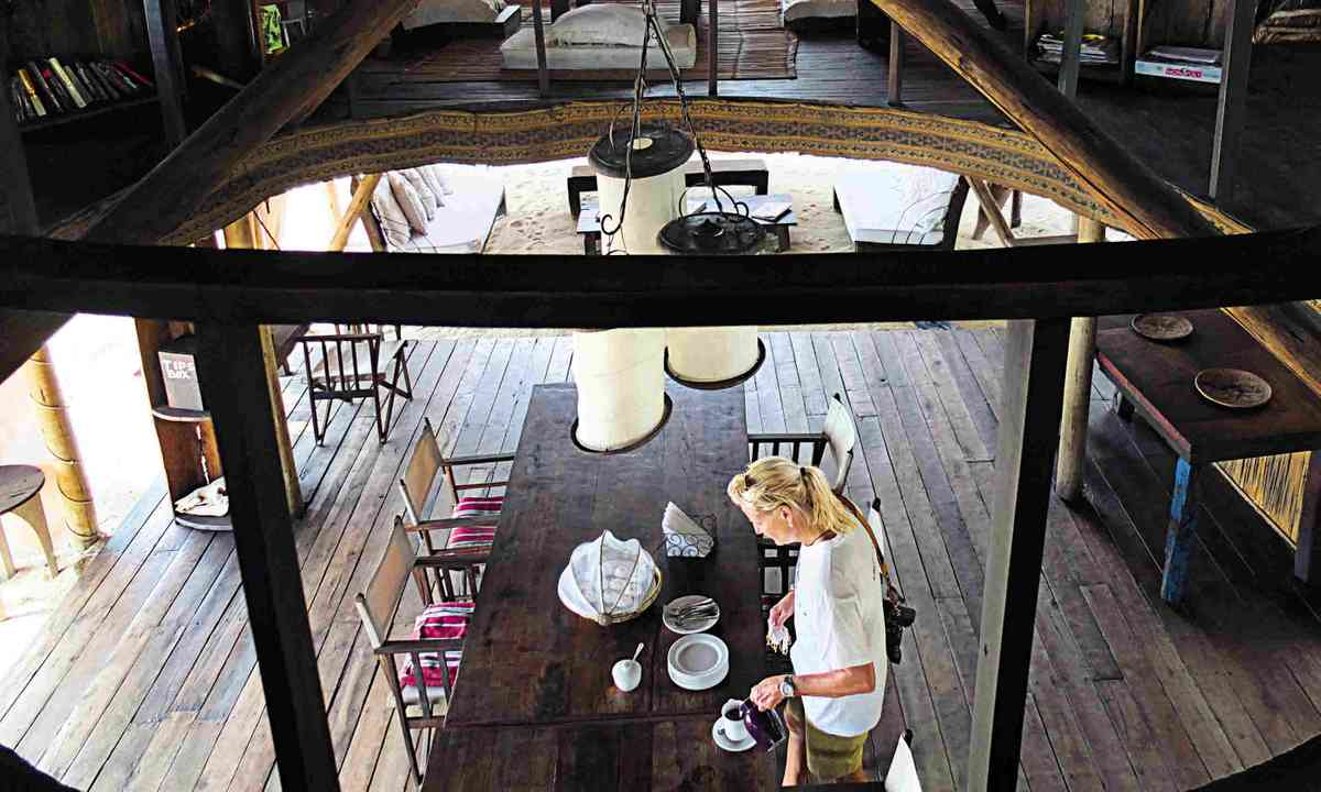 The lounge at Greystoke Mahale (Sarah Gilbert)