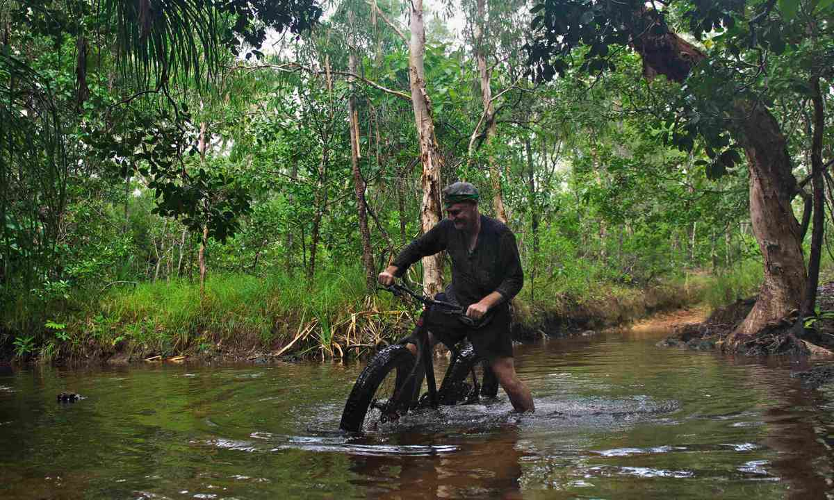 Cycling in the northern tip of Cape York (Mark Stratton)