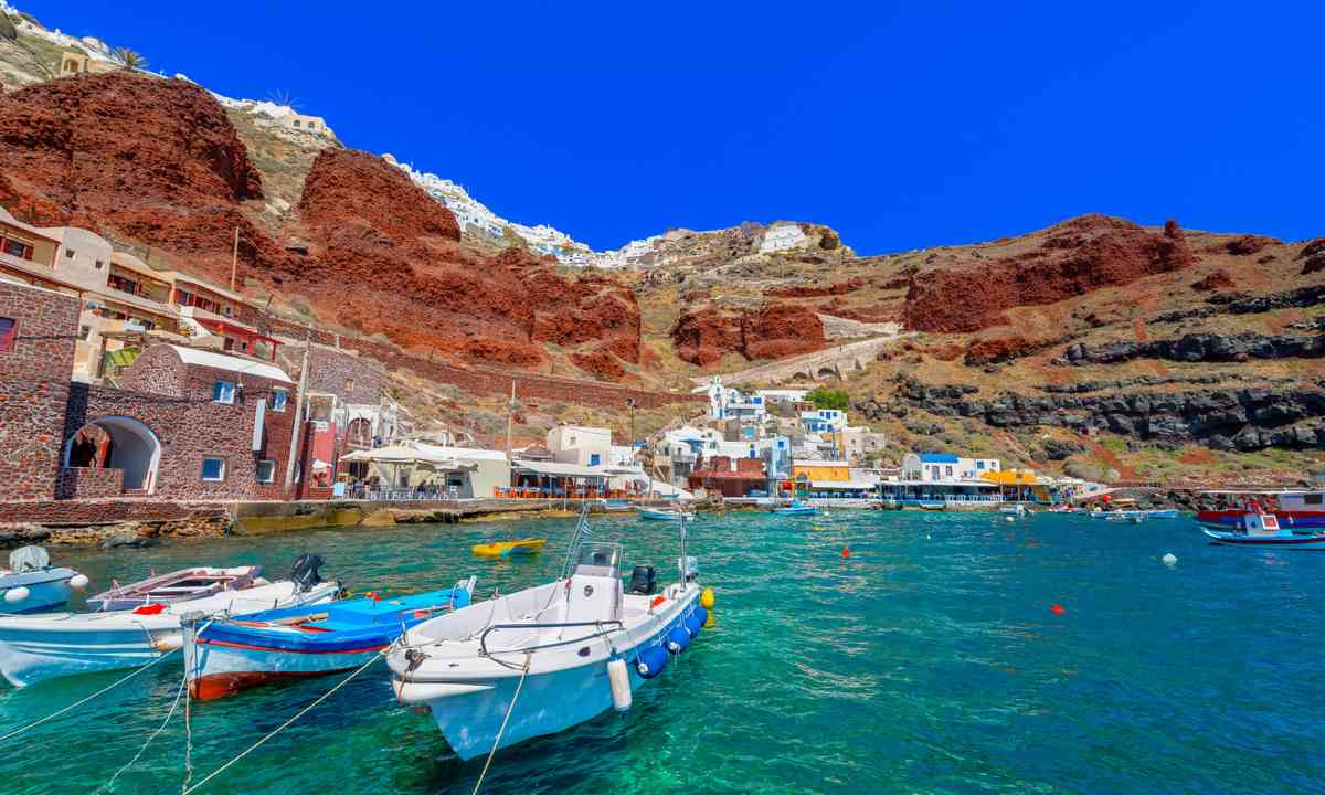 Ammoudi village, Santorini, with fishing boats (Shutterstock.com)