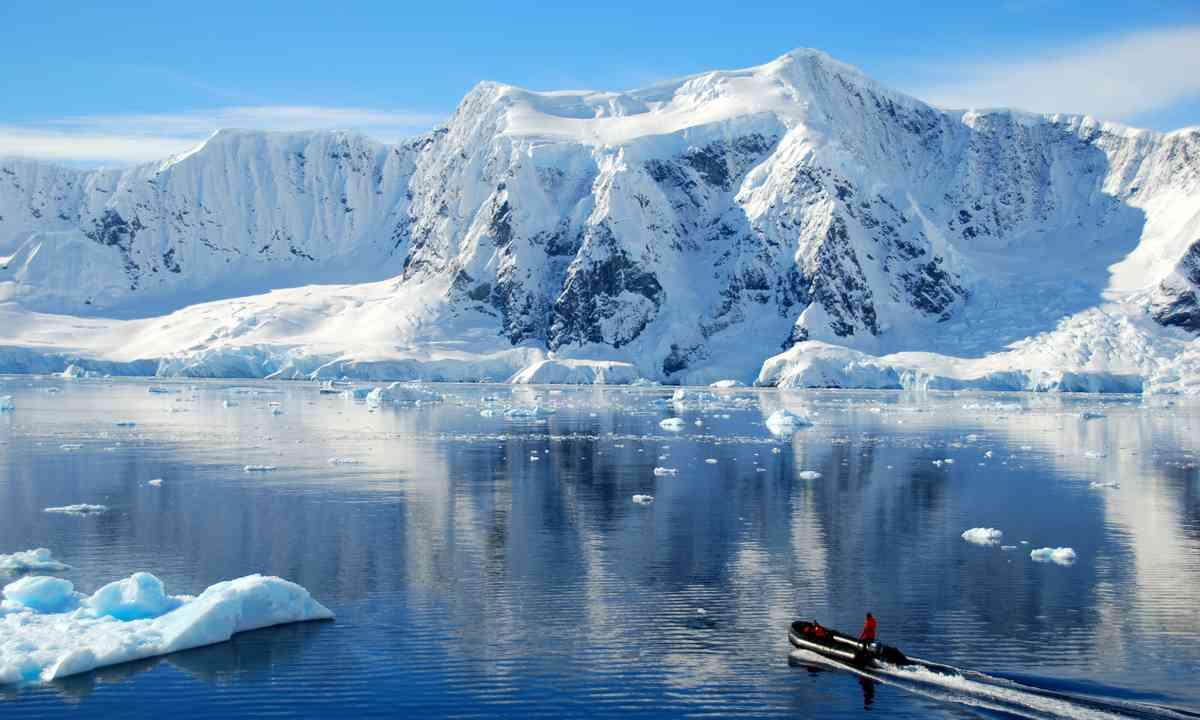 Antarctic mountains (Shutterstock.com)