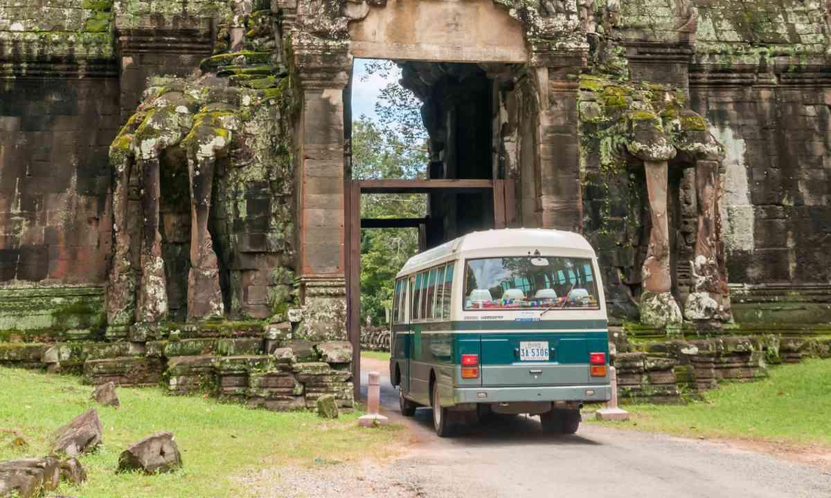 Bus in Siam Reap (Shutterstock.com)