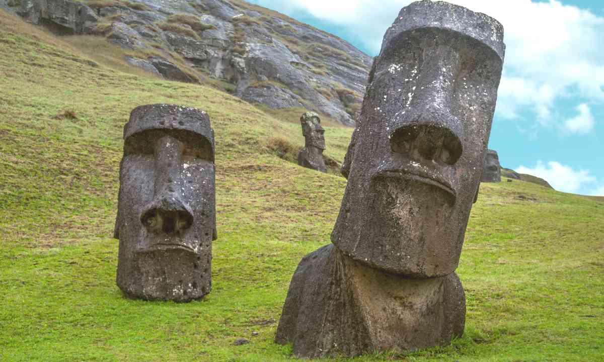 Modi standing on Easter Island (Shutterstock.com)