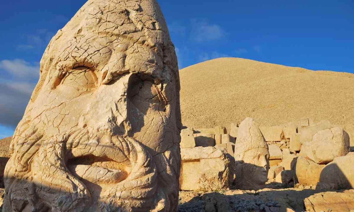 Stone heads, Nemrut Dag (Shutterstock.com)