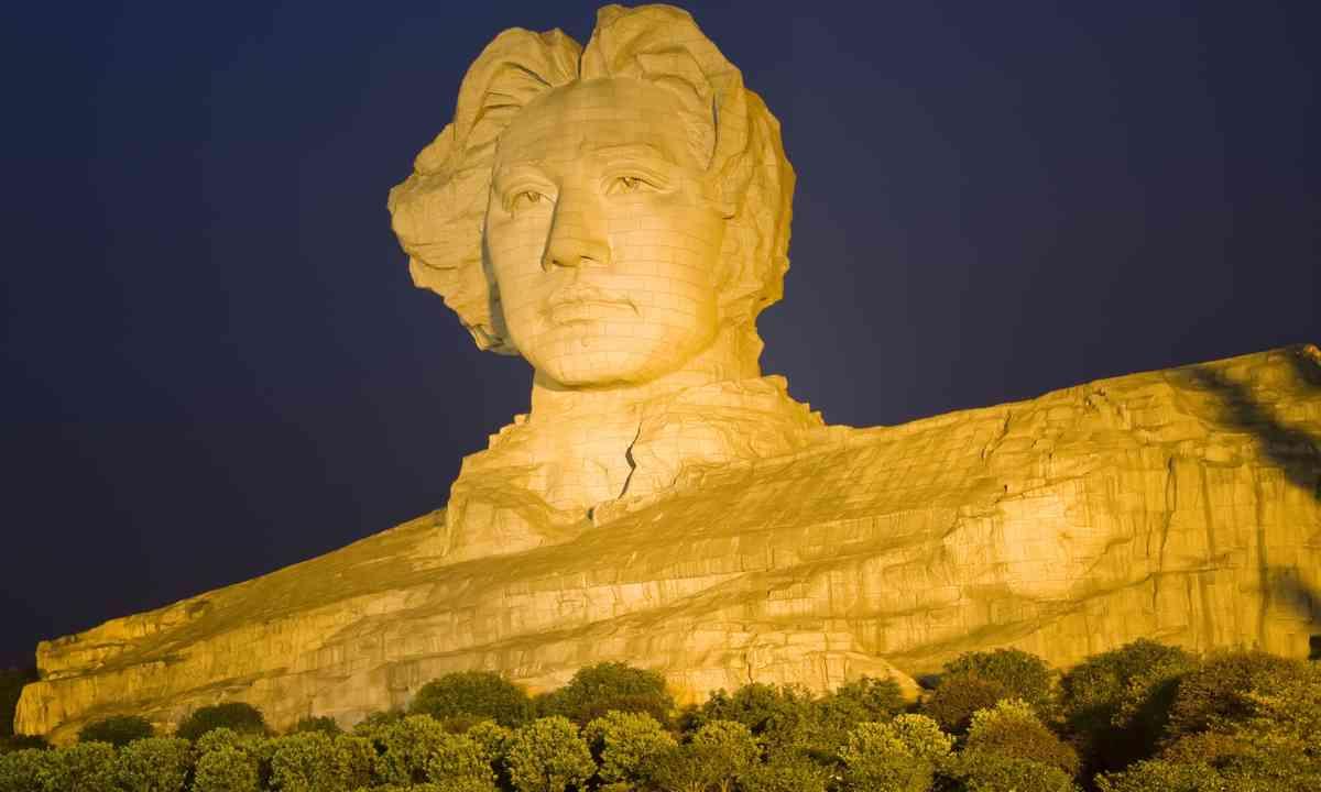Young Mao Statue, Changsha (Shutterstock.com)