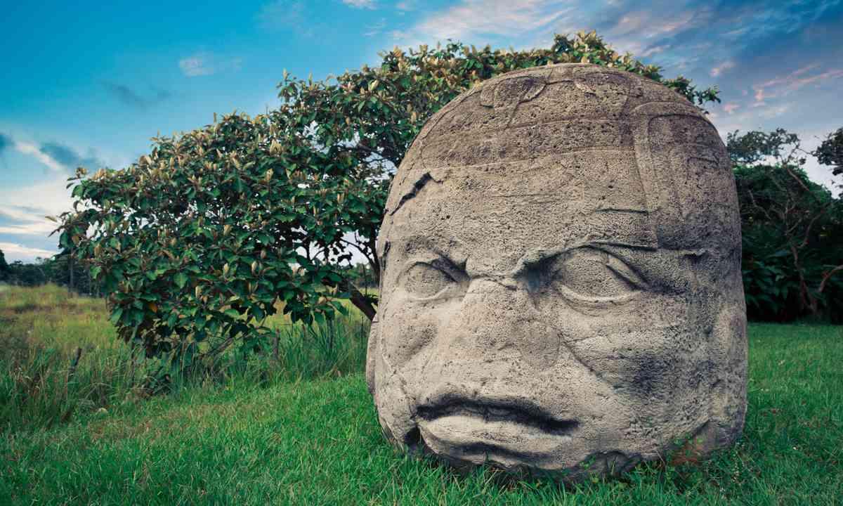 Olmec Head (Shutterstock.com)