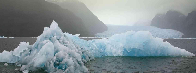 Main image: Laguna San Rafael near the San Rafael Glacier, Patagonian (Dreamstime)