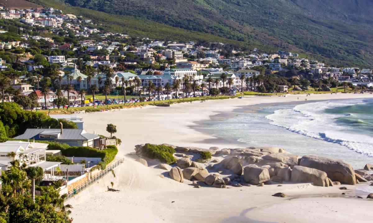 Camps Bay Beach, Cape Town (Dreamstime)