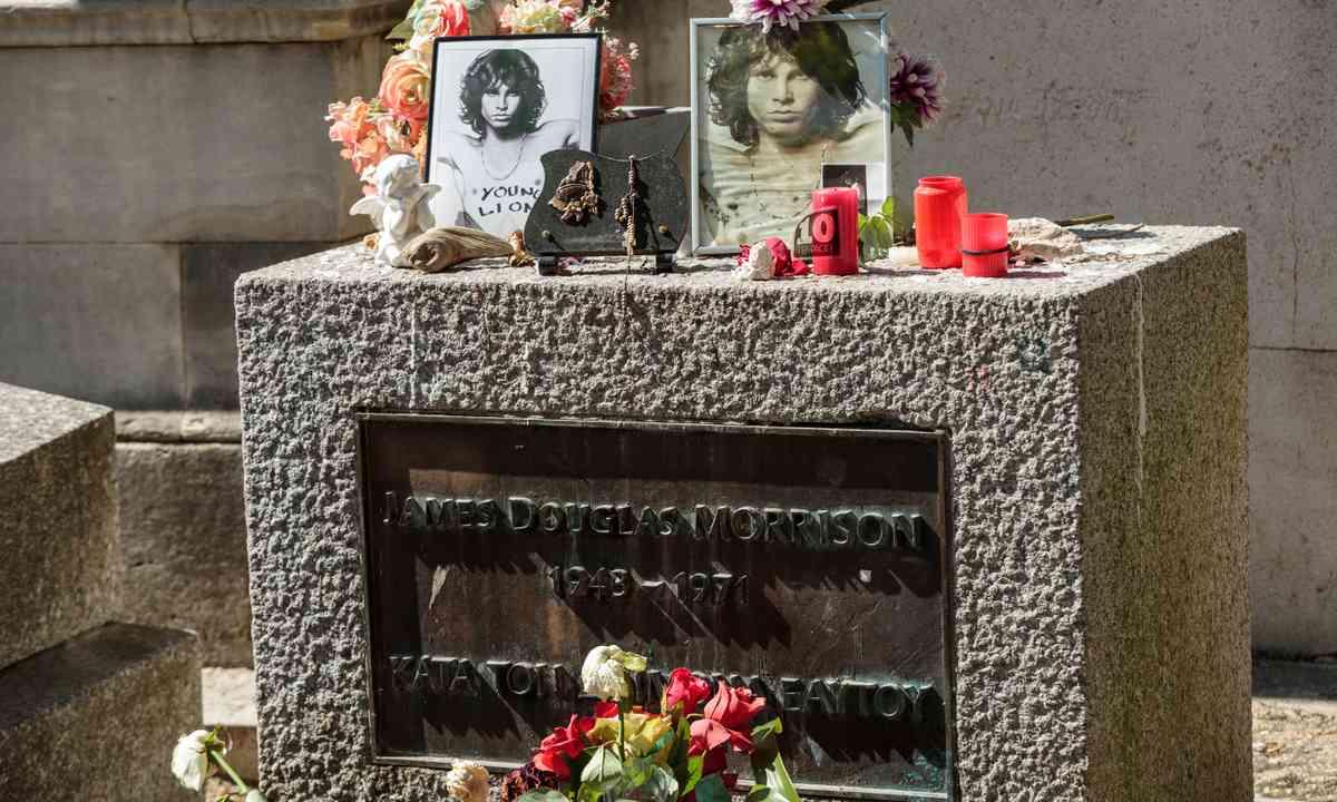 Jim Morrison's Grave in Paris (Shutterstock.com)