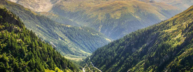 Furka Pass mountain road, Switzerland (Dreamstime)
