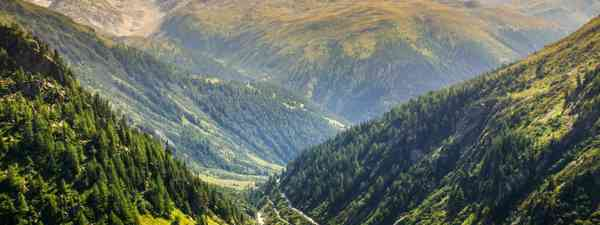 Furka Pass mountain road, Switzerland (Dreamstime)