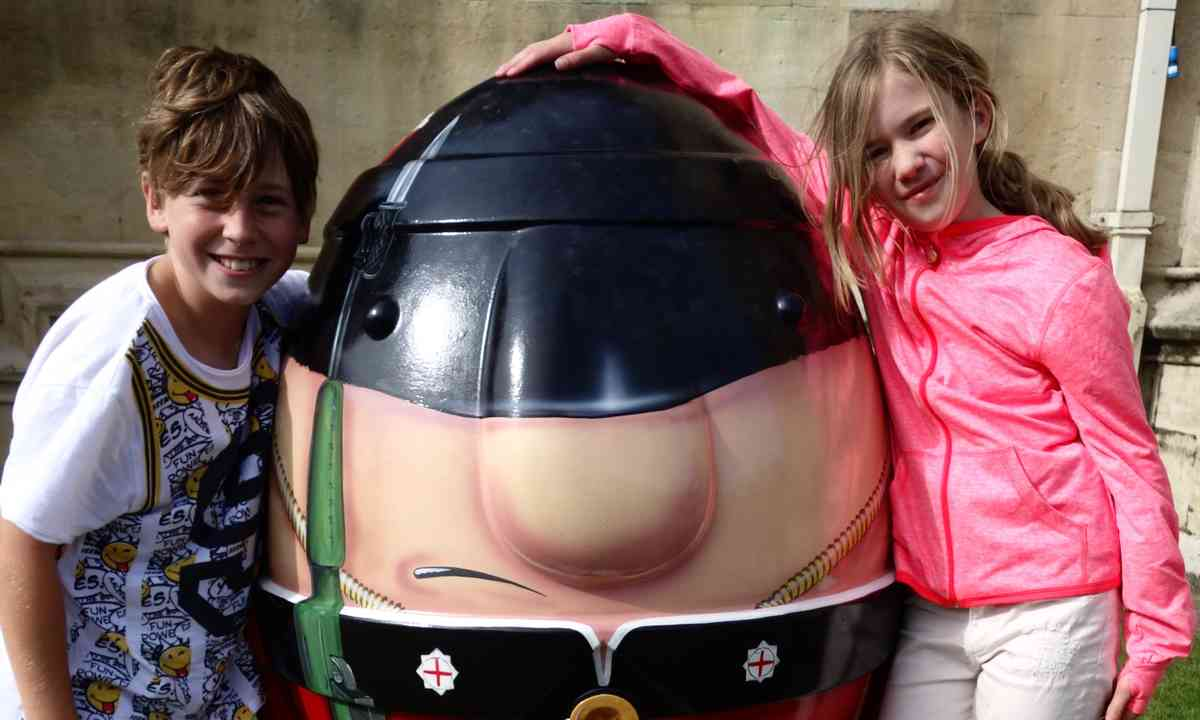 Kids with a Scrumpty (Peter Moore)
