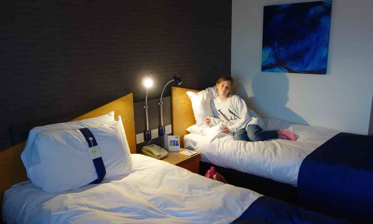Hotel room (Peter Moore)