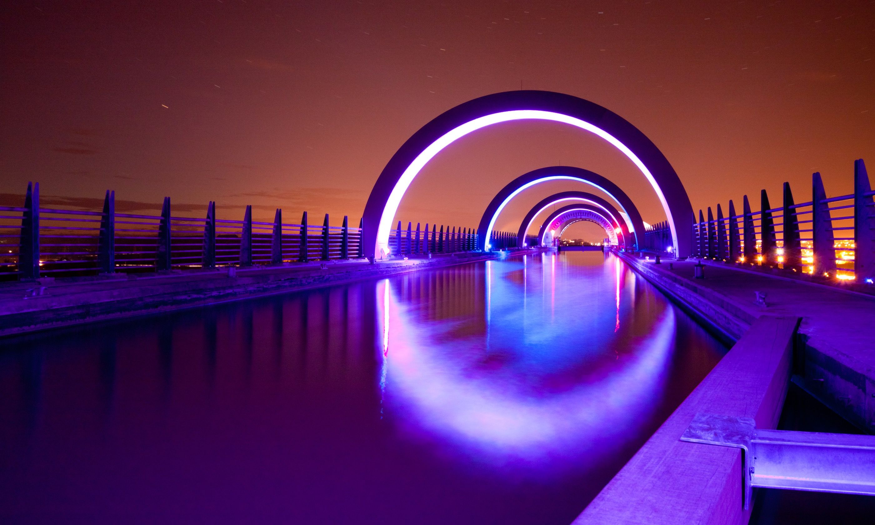 Falkirk Wheel at night (Shutterstock.com
