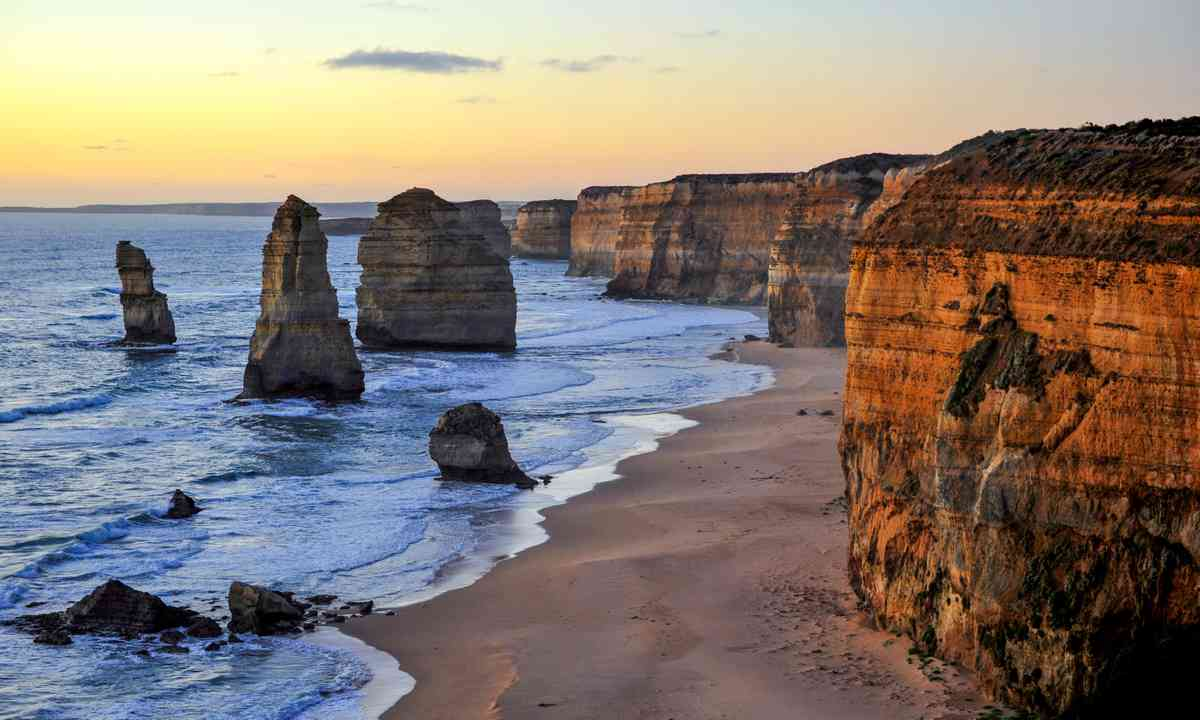 Sunset over the 12 Apostles (Shutterstock.com)