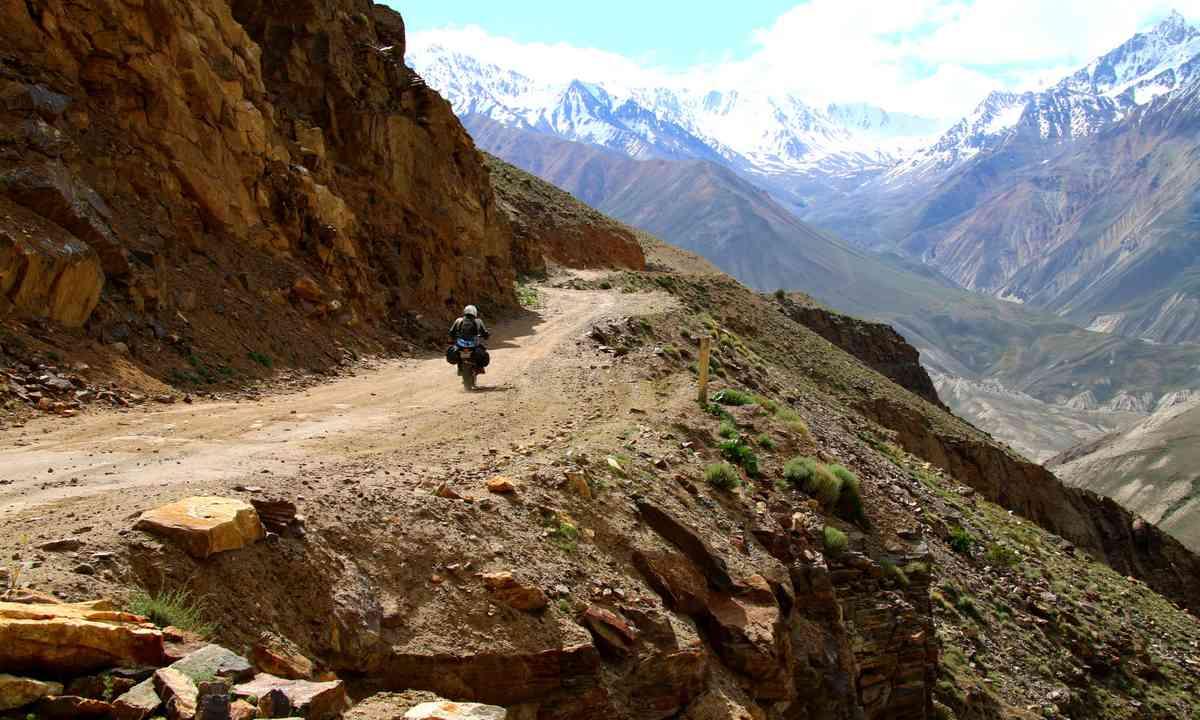 nto the mountains - the Hindu Kush of Pakistan in the distance (Antonia Bolinbroke-Kent)