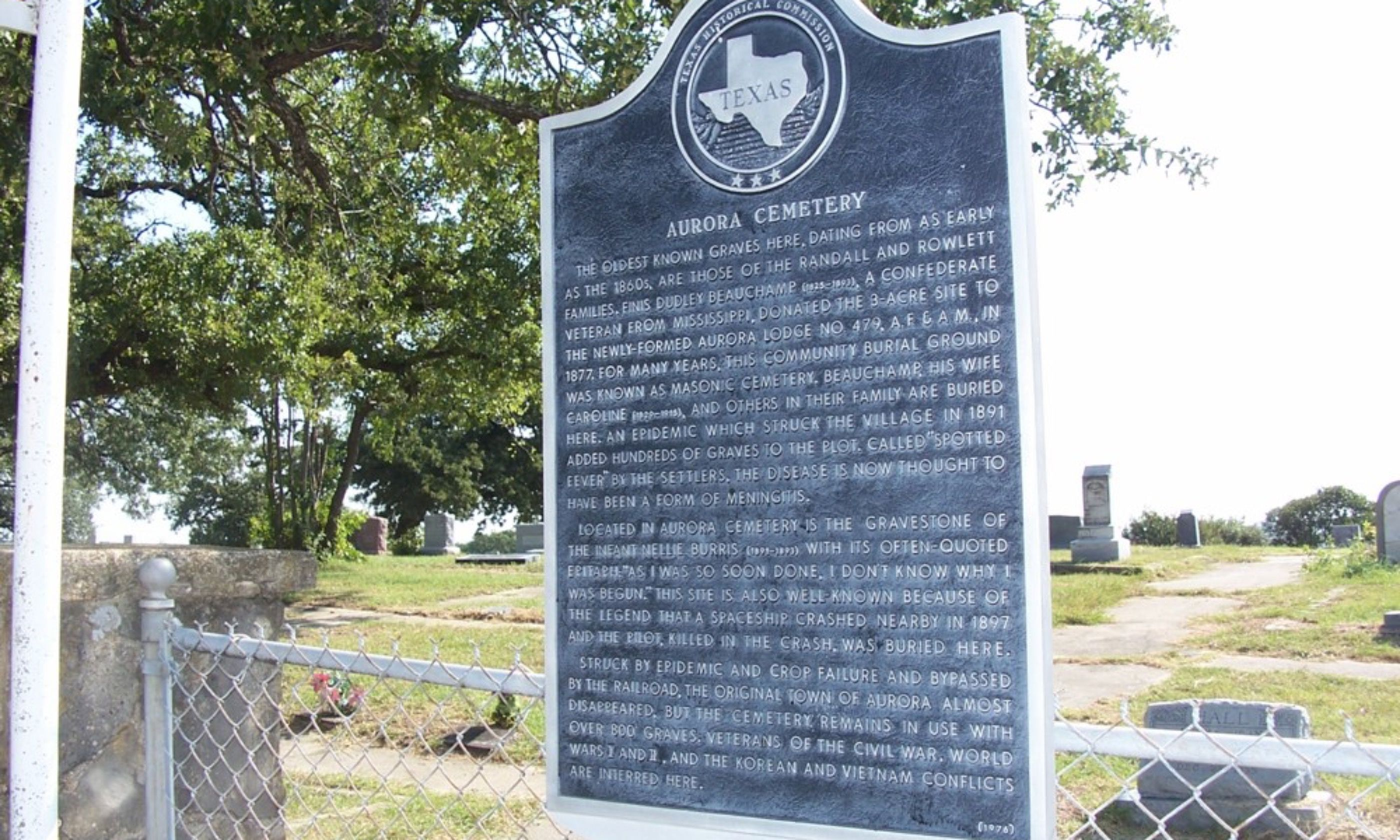 Historical Marker for burial site of UFO pilot (Creative Commons: Jcornelius)