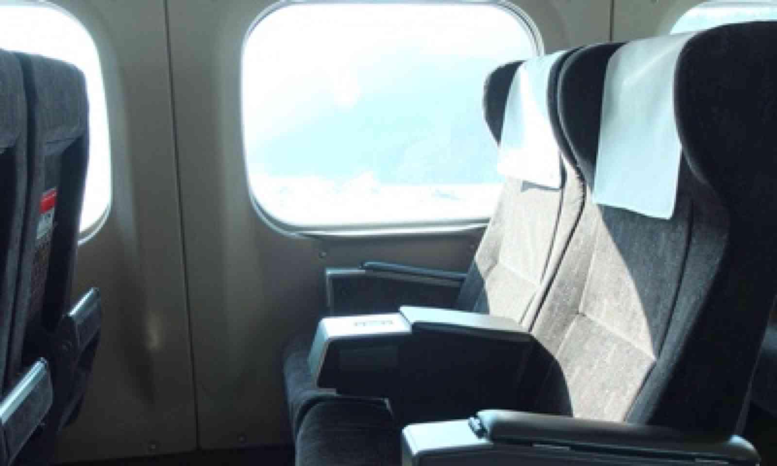 Inside the Tokaido Shinkansen (Matthew Woodward)