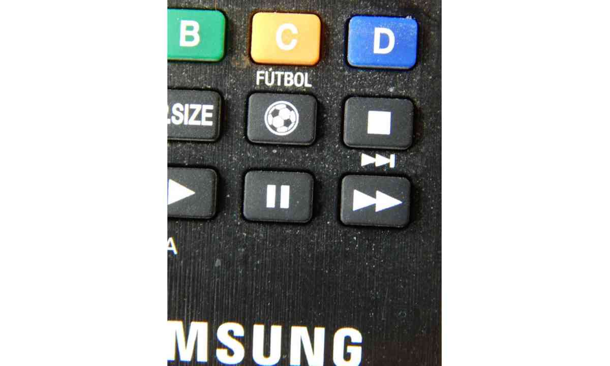Futboll remote (Aimee Nance)