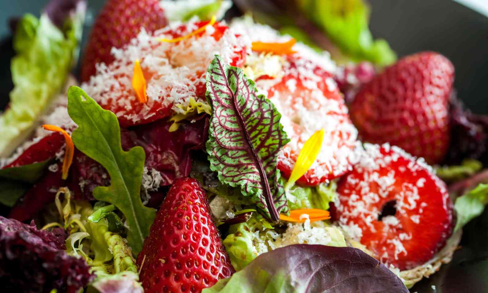 Strawberry salad (Shutterstock.com)