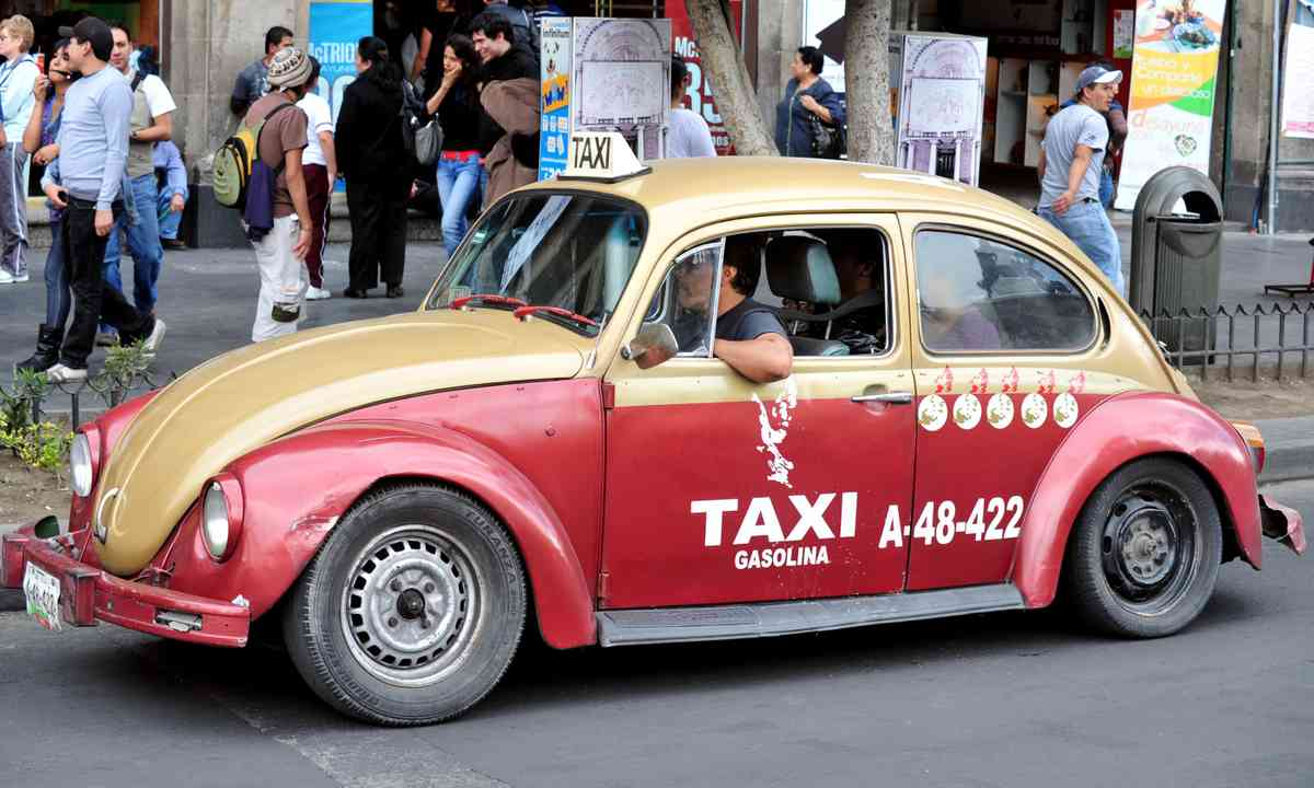 VW Beetle taxi, Mexico (Shutterstock.com)