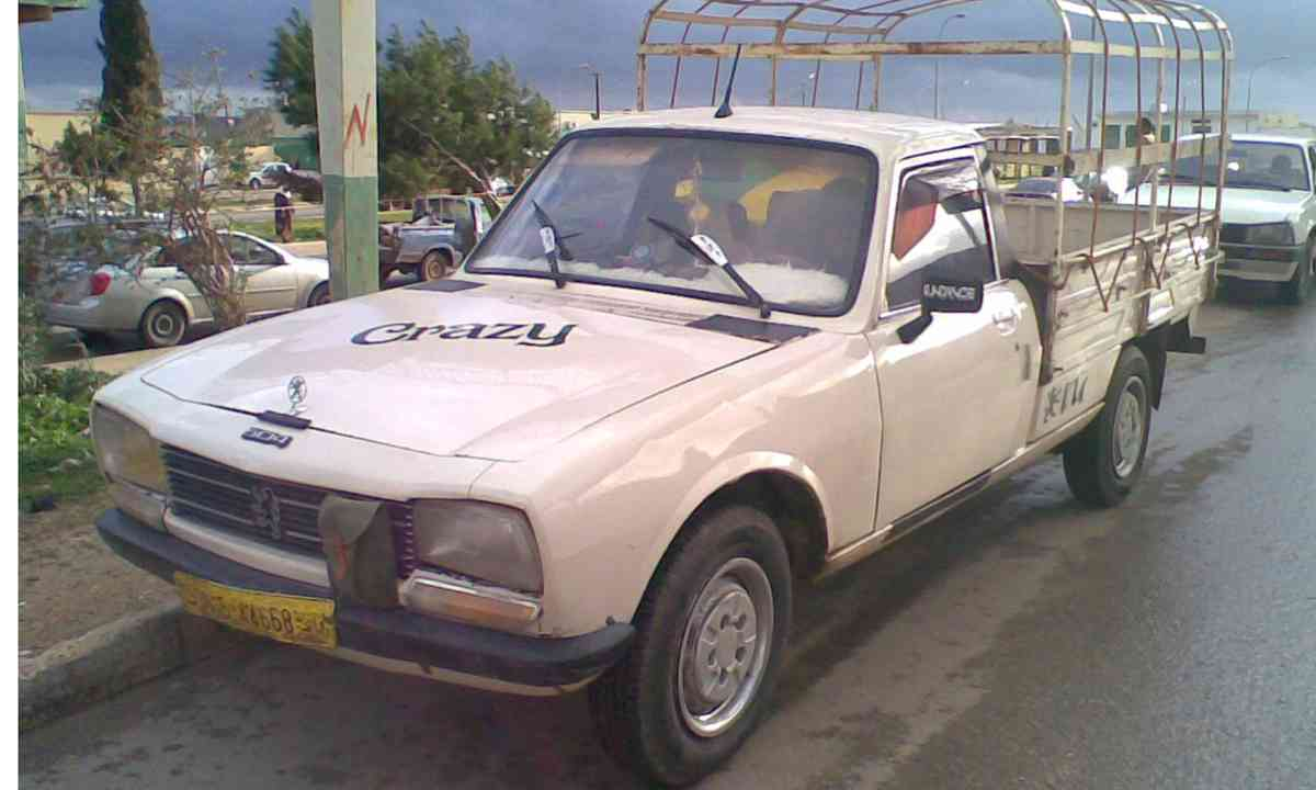Peugeot 504 in Africa (Creative Commons: Maher27777)
