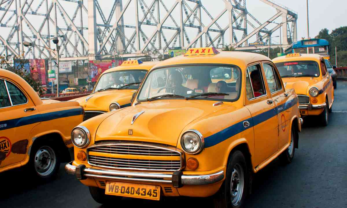 Indian taxis (Shutterstock.com)