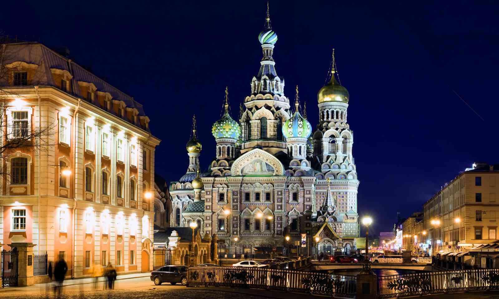 St Petersburg by night (Shutterstock.com)