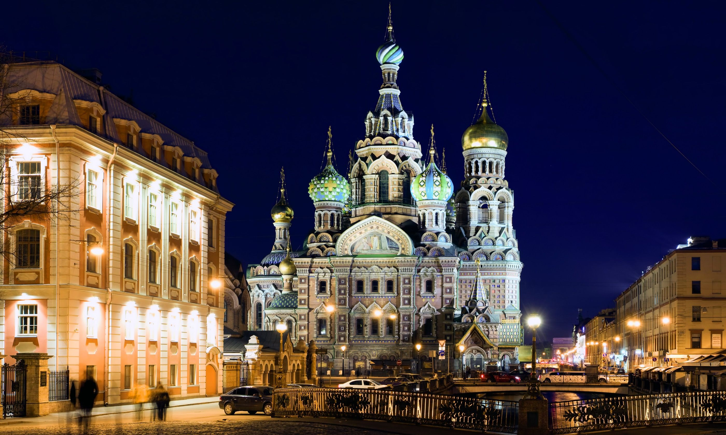 St Petersburg by night (Shutterstock.com)