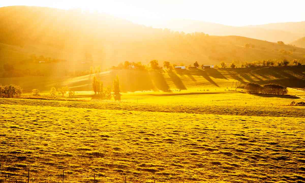 Sunset over an Australian farm (Shutterstock.com)