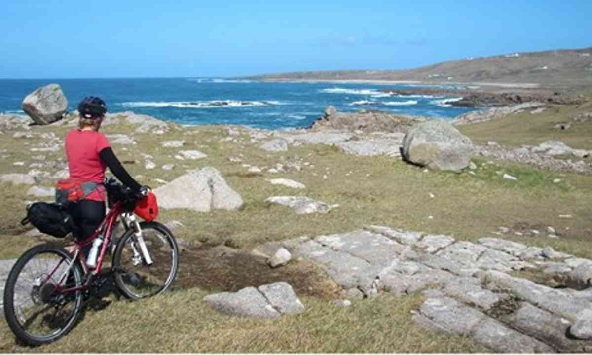 Cycling in Donegal (Mermaid Griffin)