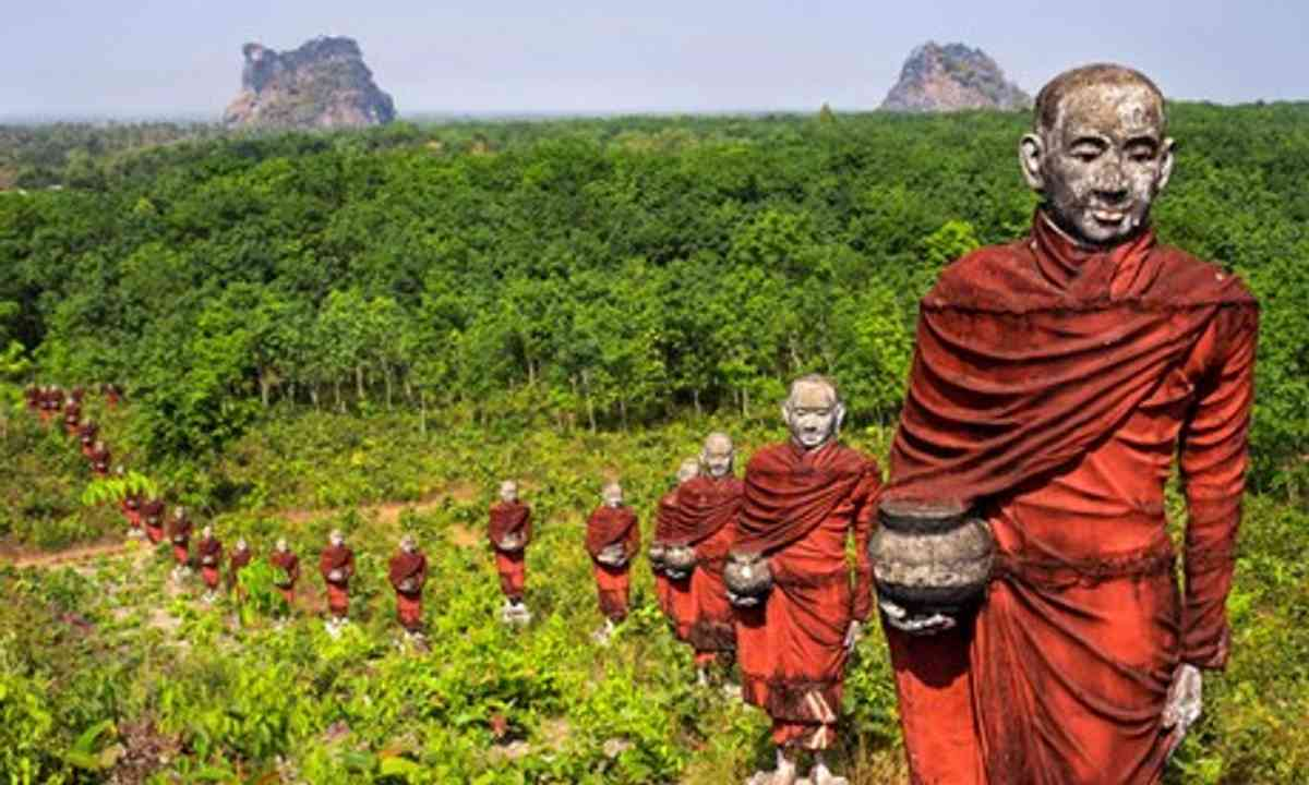 Statues of Buddhist monks collecting alms (Shutterstock)