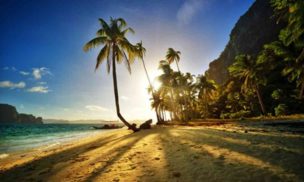 El Nido beach at sunset (Shutterstock)