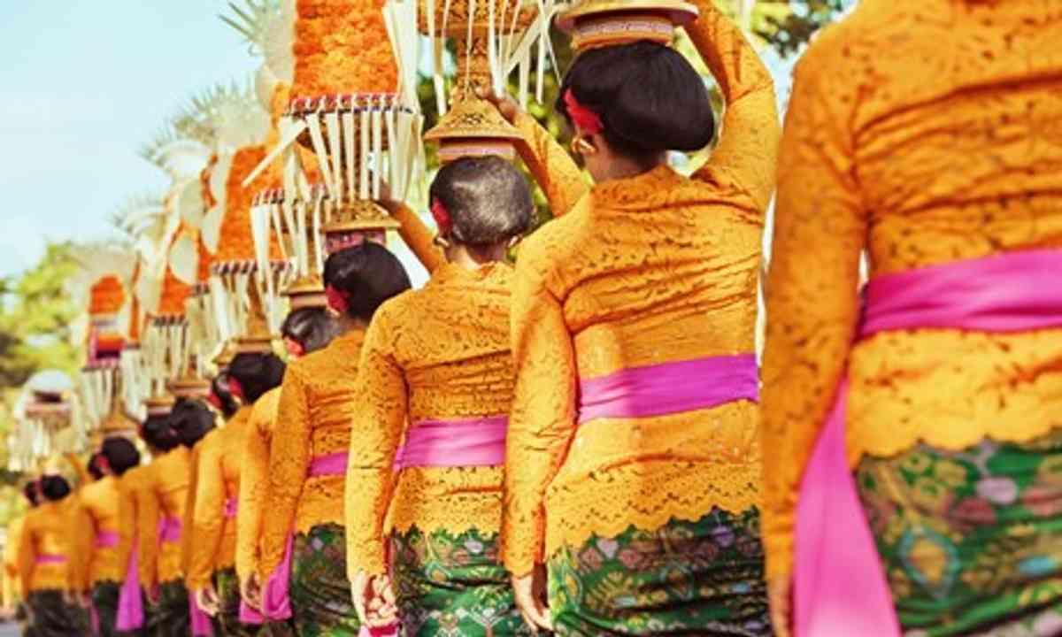 Procession in Bali (Shutterstock.com)