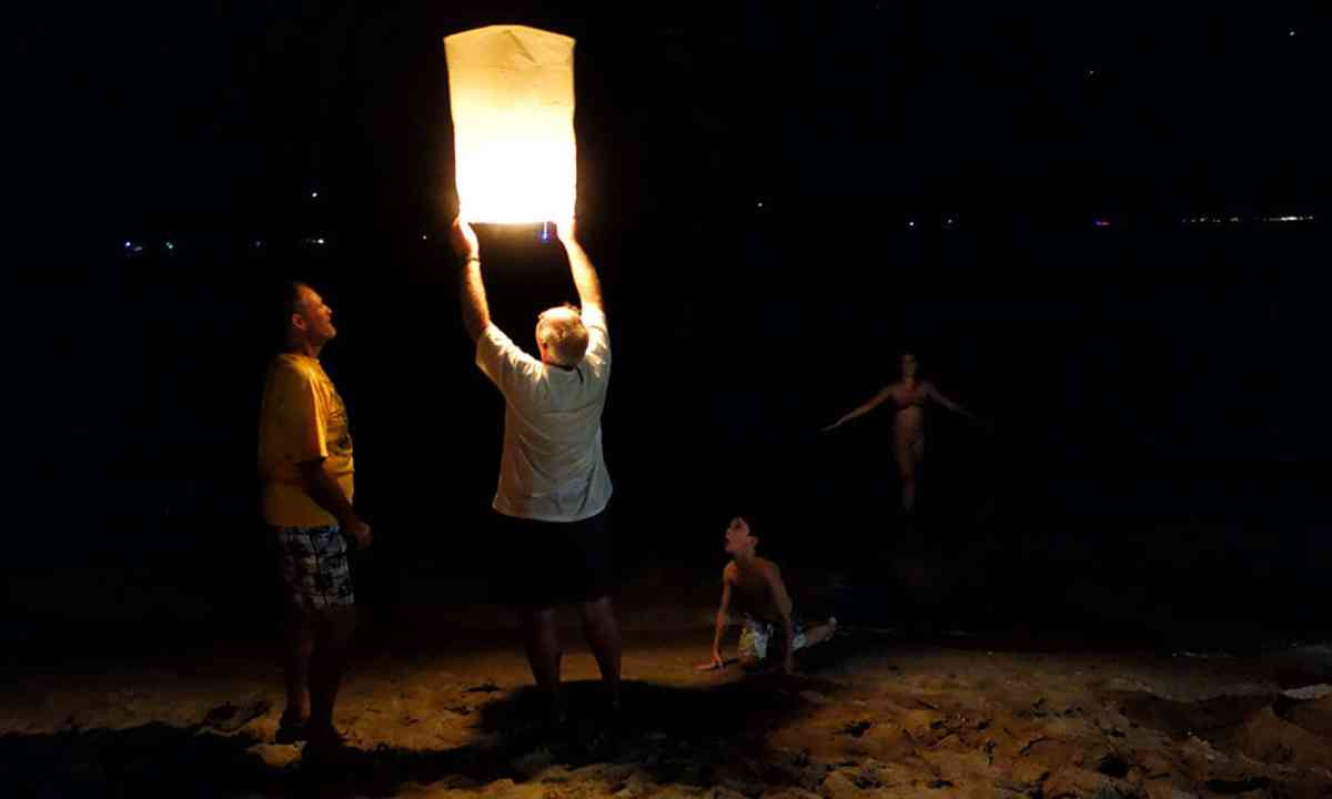 Lanterns on the beach (Liz Cleere)