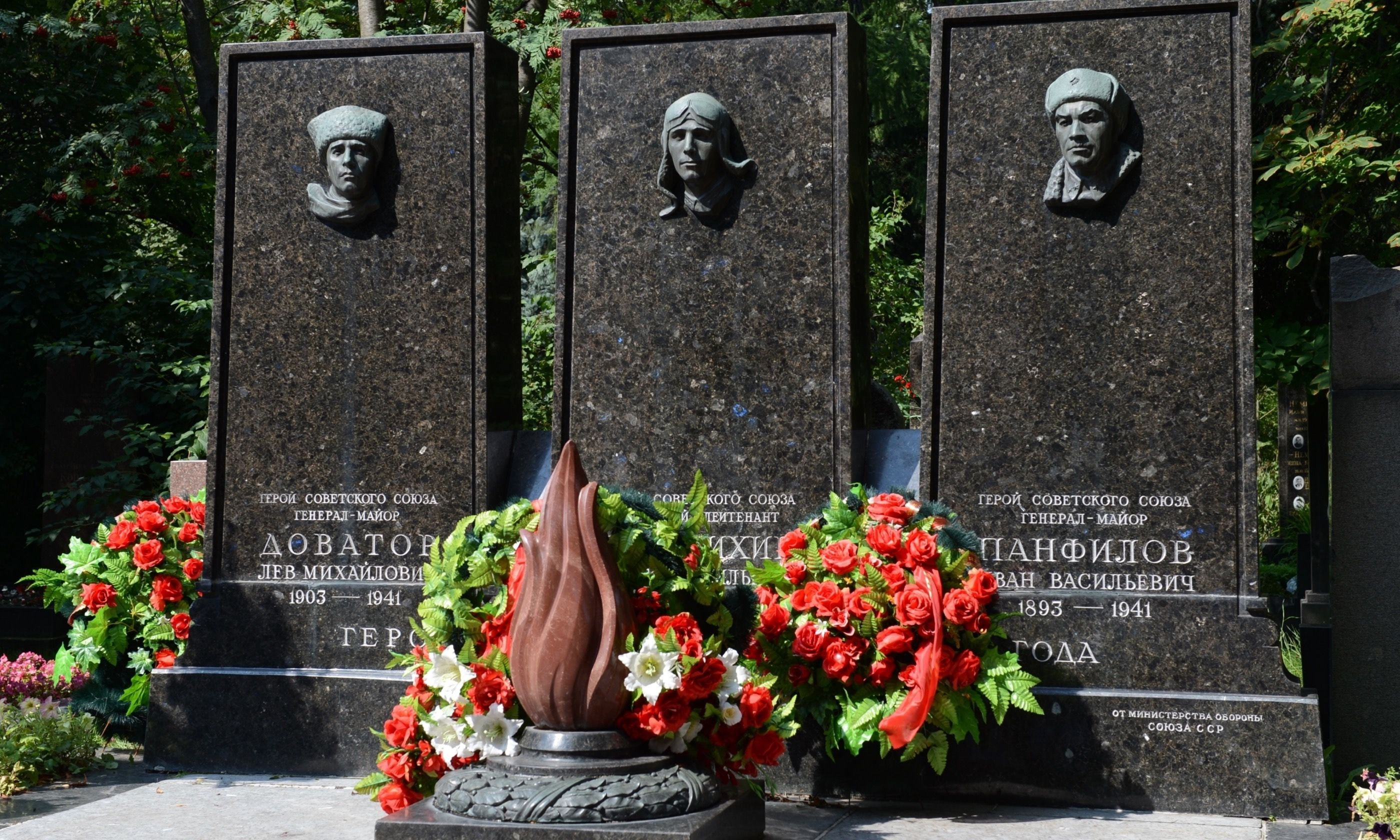 Grave of heroes of the Soviet Union, Novodevichy cemetery (Shutterstock.com)