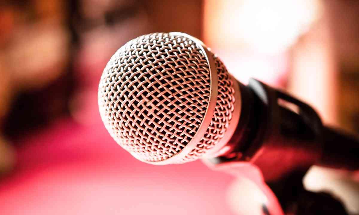 Karaoke mic (Dreamstime)